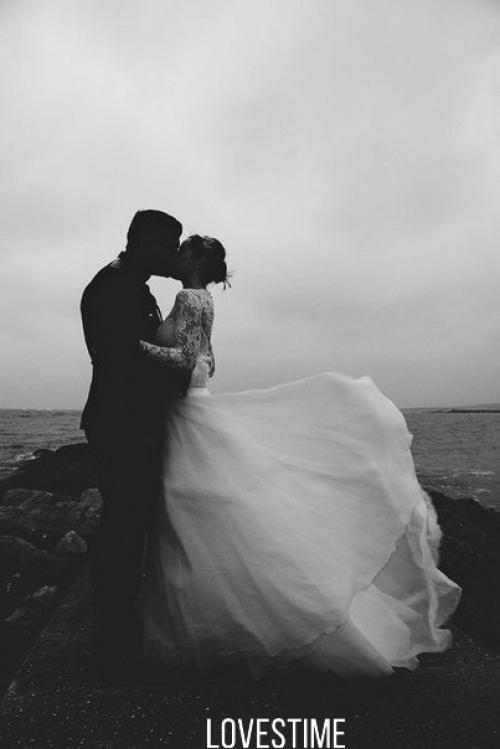 Выходите замуж по любви, от большой любви и ночи слаще.