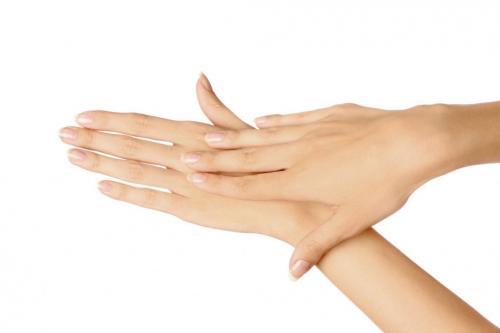 Очень дряблая кожа на кистях рук. Описание Руки – визитная карточка любого человека. По состоянию кожи рук можно судить о здоровье женщины и её положении в обществе, ее возрасте и статусе. Нежная, бархатистая кожа, здоровые ногти, прекрасный маникюр – ручки, которые хочется целовать – это ли не мечта каждой женщины?