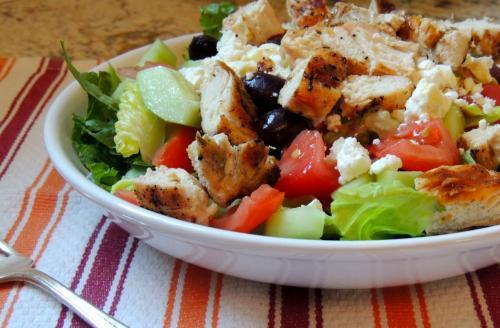 Низкокалорийный салат с куриной грудкой. Ешь и худей: 5 диетических салатов с куриной грудкой