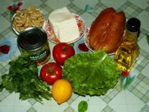 Салат с копченой куриной грудкой. Как приготовить салат с копченой куриной грудкой просто и вкусно