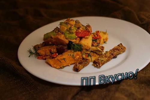 Салат с куриной грудкой пп рецепт. Диетический салатик с сухариками и свежими овощами