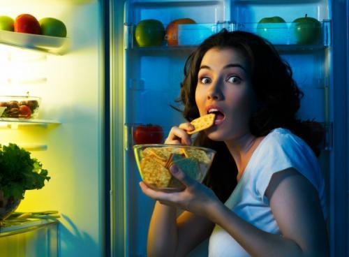 Что съесть перед сном, чтобы не поправиться. Какие продукты можно съедать на ночь