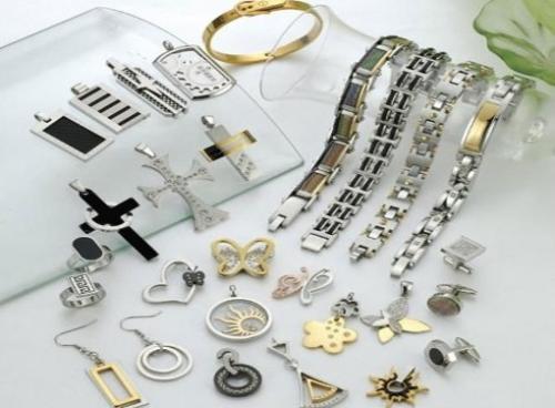 Чернеет ли медицинское золото ? Как почистить изделия из медицинского сплава?