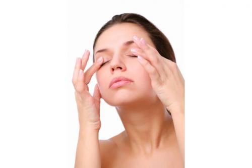Как убрать мешки под глазами утром. Мешки под глазами: причины появления