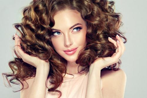 Как привести волосы в порядок в домашних условиях. Удлинят шею, подчеркнут грудь и сделают плечи изящными — 7 топов с асимметрией