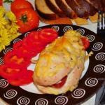 Запеченная куриная грудка с помидорами и чесноком.