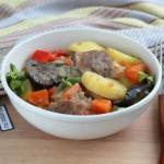 Чанахи в мультиварке.   Чанахи - традиционное грузинское блюдо, состоящее из овощей и мяса, уложенных слоями в горшочки или в казан.
