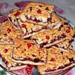 """Домашний пирог """"Тертый"""" из песочного теста, с черносмородиновым вареньем?"""