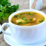Овощной суп на мясном бульоне.
