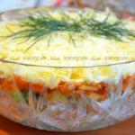 Салат с копченой курицей, корейской морковью и огурцом.