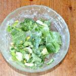 Салат со шпинатом и огурцом.