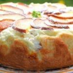 Пирог с творожно - персиковой начинкой.