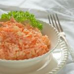 Морковный салат с яйцом.