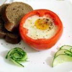 Яичница в помидорах.